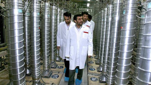 Iranian President Mahmoud Ahmadinejad Inspects a uraniume-enrichment facility south of Tahran in 2008