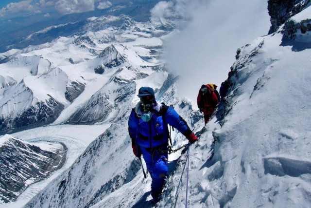 Three climbers die on Everest