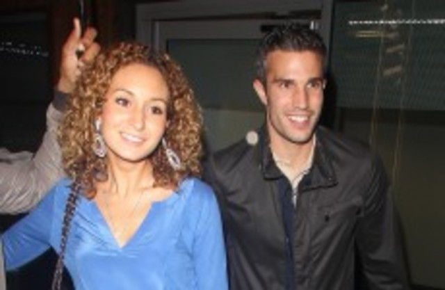 Van Persie's Moroccan Wife Receives Death Threats from Arsenal Fans