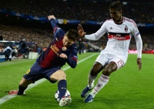 Barcelona's Lionel Messi (L) vies with AC Milan's Kevin Constant in Barcelona on March 12, 2013 (AFP, Javier Soriano)