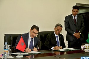 Saad Edine Otmani signing a memorandum of understanding with his Mauritanian counterpart (Photo by MAP)