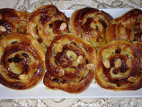 Moroccan ramadan cuisine a recipe for briwat morocco world news moroccan pastry a recipe for brioche with raisins forumfinder Images