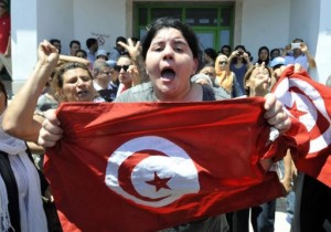 Belkaeis Brahimi, the daughter of Tunisian opposition politician Mohamed Brahmi, on July 25, 2013 in Ariana (AFP, Fethi Belaid)