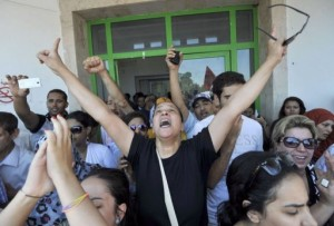 Tunisian lawyer Leila Ben Debba (C) reacts outside a hospital after the killing of Brahmi on July 25, 2013 in Ariana (AFP, Fethi Belaid)
