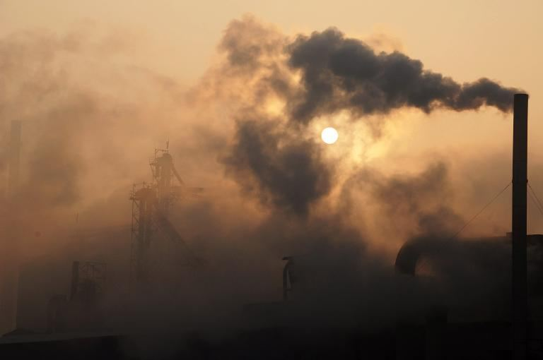the slow death of a planet though air pollution You probably don't think of air pollution as a factor that affects how long you will live it's actually the fourth greatest risk of death, though, right after high blood pressure, dietary risks and smoking.