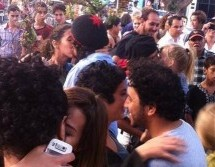 Moroccans stage 'kiss-in' to support accused teens