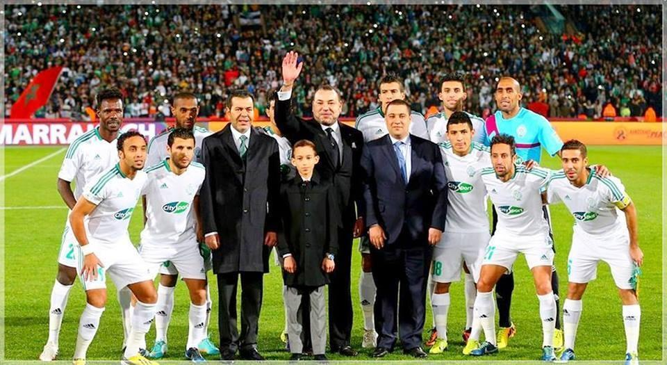 King Mohammed VI with Raja of Casablanca's players at the final of the Club World Cup
