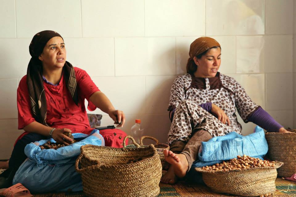 Workers at Assaisse Ouzeka chat while cracking argan nuts.