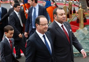 French President Francois Hollande (C) and Morocco's King Mohammed VI (R) arrive at the king's palace in Casablanca, on April 3, 2013 (POOL:AFP:File, Abdeljalil Bounhar)