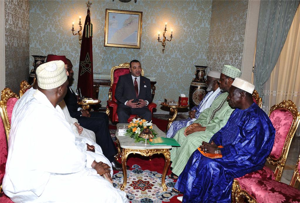 sm_le_roi-__delegation_du_conseil_superieur_des_imams_-g