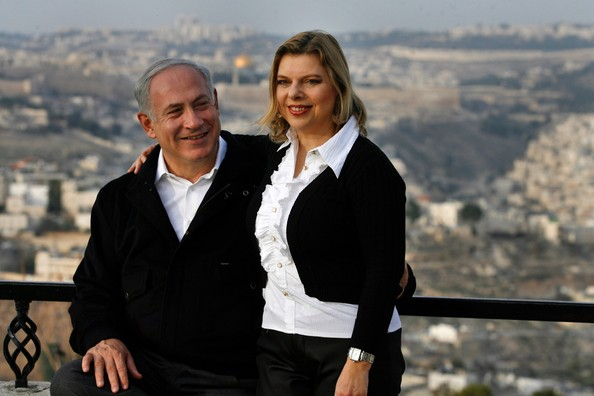 Benjamin Netanyahu with his wife (Photo courtesy The Independent)