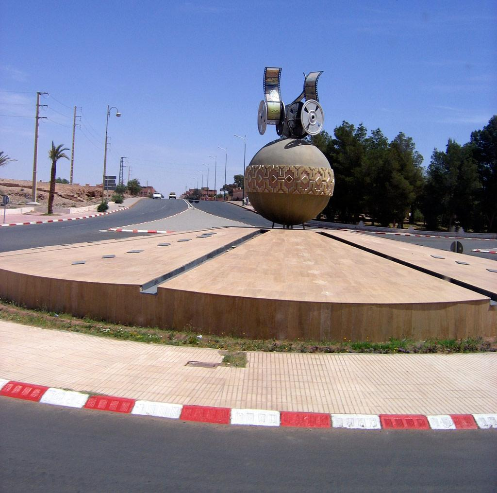 Picture of Ouarzazate, showing a statue of film production