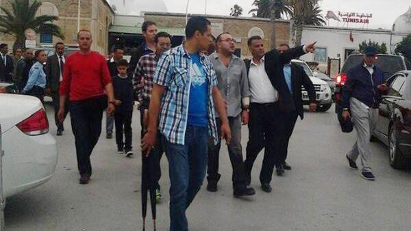 King Mohammed VI takin a stroll in Tunis (video grab)