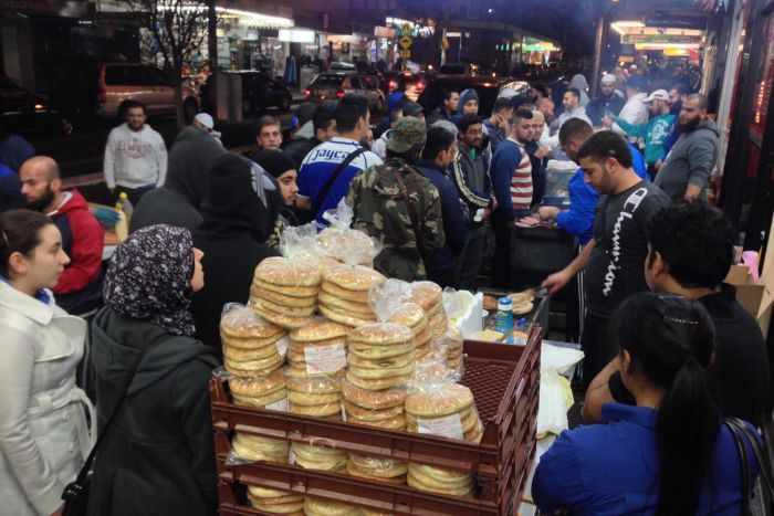 Crowds gather to buy food at the Ramadan festival. (ABC Mohamed Taha)