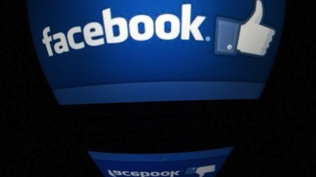 Los Angeles Users Call 911 over Facebook Crush