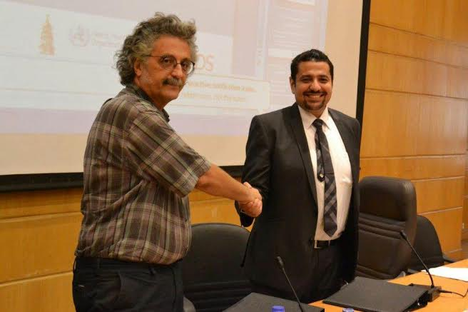 Qasr Al-ainy Faculty dean Dr Ahmed Khairy (left) with UNAIDS project manager Ahmed Khamis (right) after signing the second phase agreement