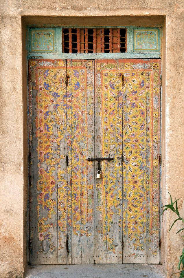 Doors that are like gardens full of color