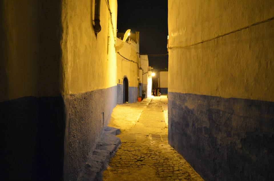 Irregular walls form close alleys that seems to conduct to roads without exit