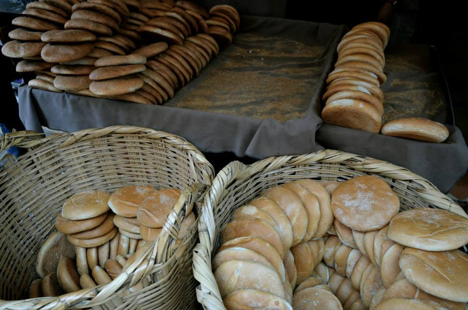 Bread replaces the cutlery on the table. For Moroccan gastronomy it is very important because it helps the triangle of the right hand grab the vegetables and meats that come in tagines