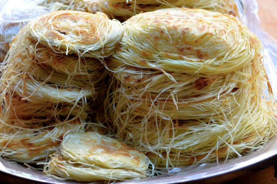 Long hairs made of semolina that are sold wrapped like a turban.