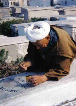 Moroccan Keeps Promise for 70 years to Clean Grave of His Friend's Jewish Ancestors