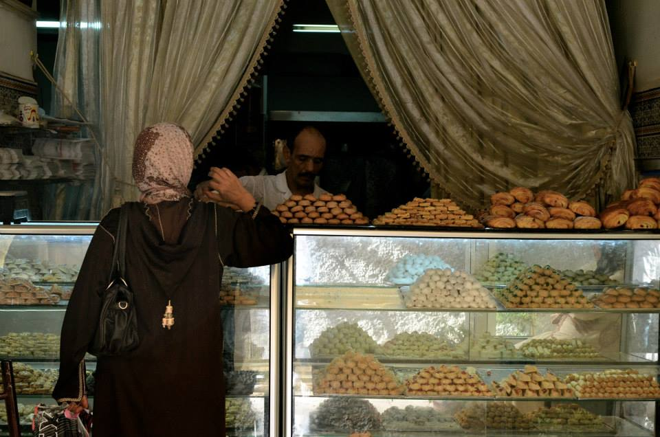 Morocco is full of small biscuit factories working all day on those little pleasures made mostly of almonds and that melt in the mouth.