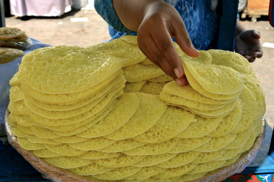 This are the Moroccan version of hot cakes full of tiny holes that are eaten for breakfast after being dipped in a honey-butter mixture. Get them for one dírham apiece.