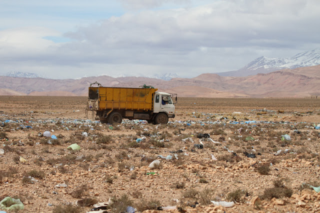 Tragically the Moroccan authorities see nothing wrong with dumping truck loads of plastic in the desert and allowing it to blow around everywhere! This dump is near Boumalne Dades at the north-west end of the Tagdilt Track.
