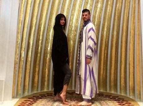 Picture of Selena Gomez in Dubai Mosque Stirs Controversy