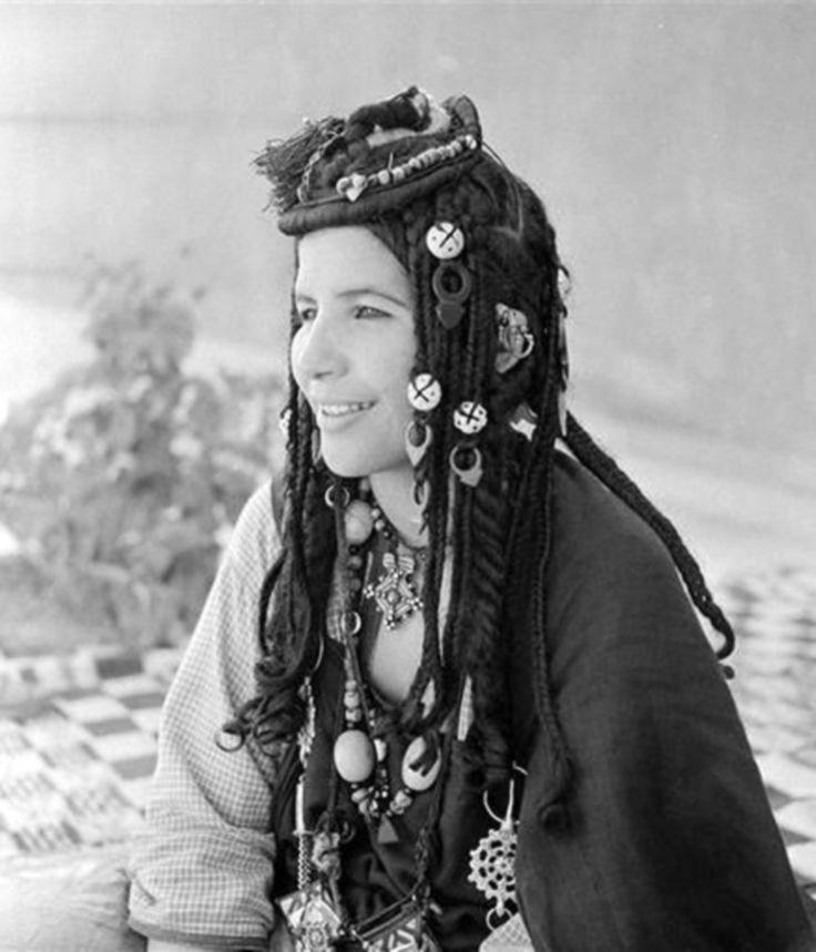A dancer from Aït Oussa tribe in the region of Agadir