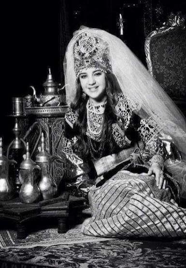"Moroccan Jewish wearing ""lkeswa Lkbira"""