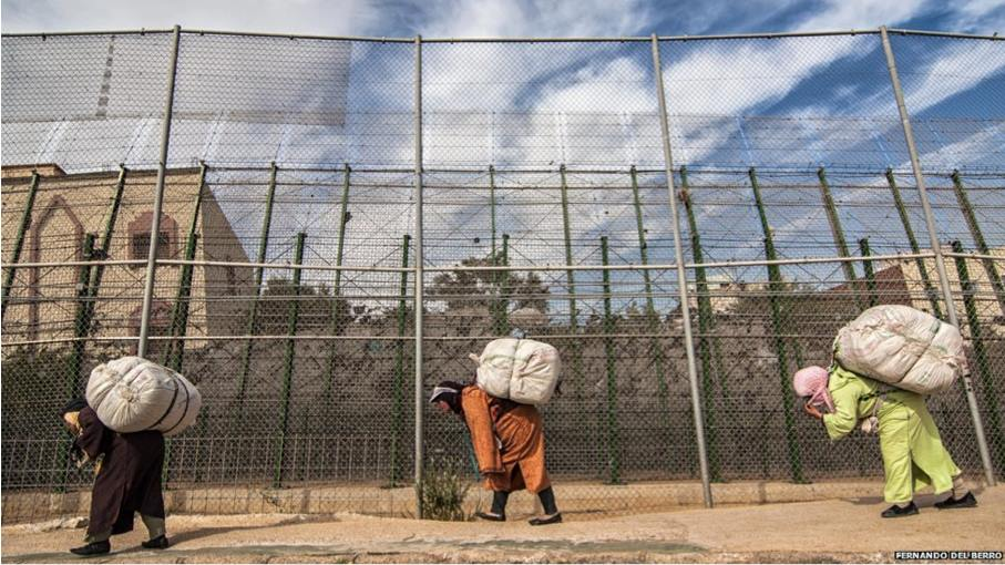 The Moroccan mule women passing by the Spanish electronic fence that protects Melilla