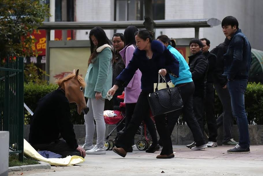 A Chinese Father Sells His Dignity to Save His Sick Son