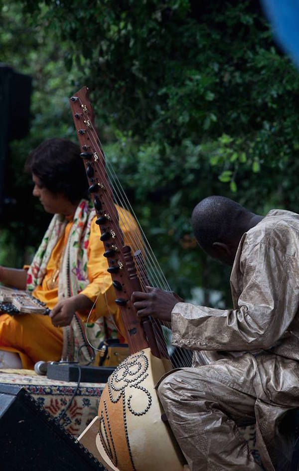 Ballake Sissoko and Debashish Bhattacharya. Photo credit: Omar Chennafi