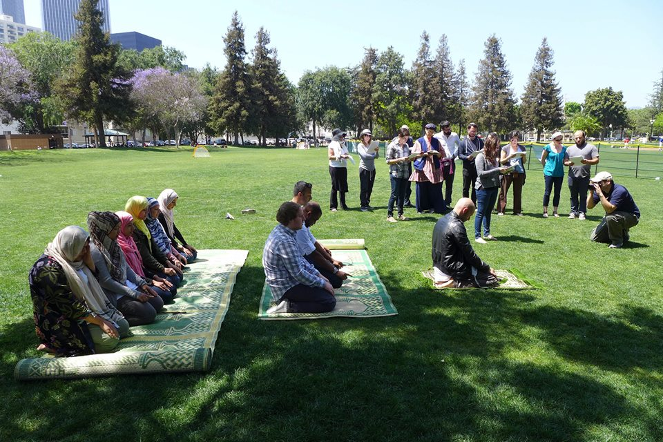 Muslims and Jews pray together