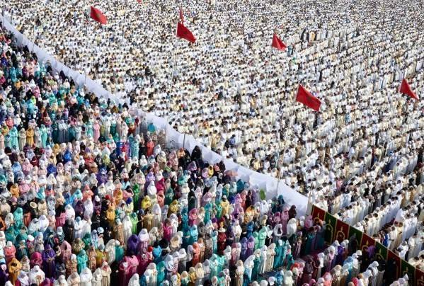 Moroccans perform Eid al Fitr Prayer in Sale, rabat
