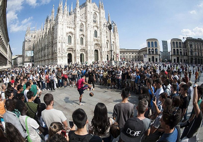 Freestyling in the shadow of the Duomo di Milano