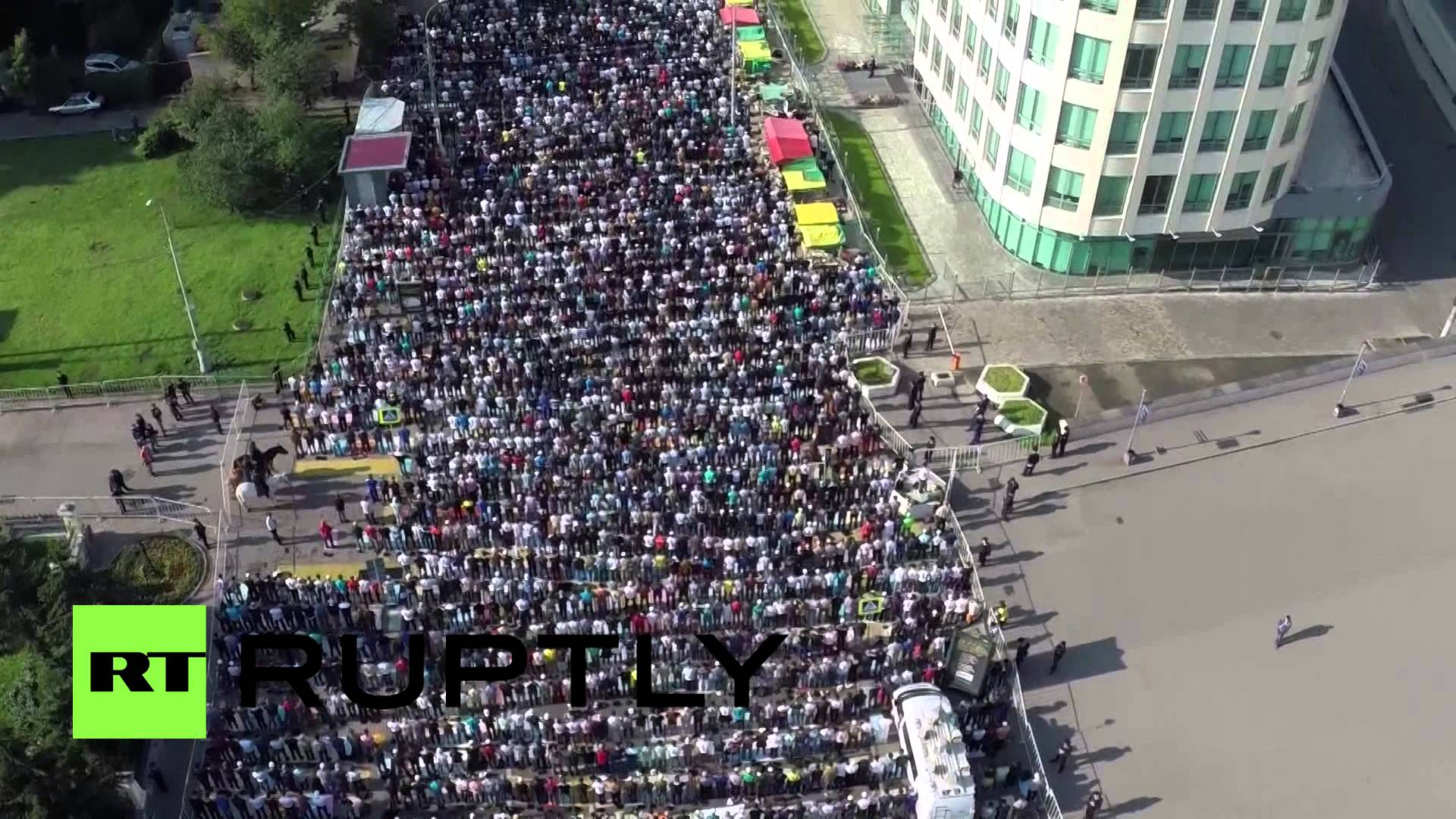 Massive Eid al Fitr prayer in Moscow