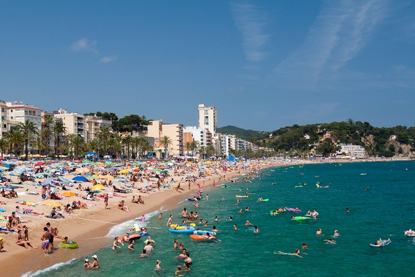 Spanish Catholic Group Advises People To Avoid Mixed Beaches This Summer