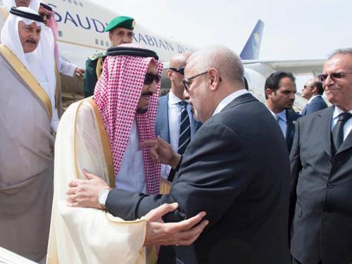 Benkirane Justifies His Bowing and Kissing to King Salmane