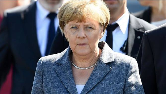 Germany: Angela Merkel Stands Firm Against Hatred of Migrants