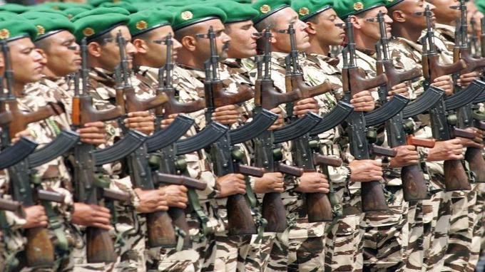 Moroccan air force personnel present arms as Moroccan King Mohammed VI reviews the Moroccan army in Rabat 14 May 2006 to celebrate the 50th anniversary of the Moroccan Royal Armed Forces.   AFP PHOTO /ABDELHAK SENNA