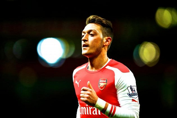 Armed Robbers Attack Arsenal Stars Mesut Ozil and Sead Kolasinac