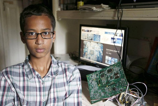 Muslim Student Detained Over 'hoax bomb' clock