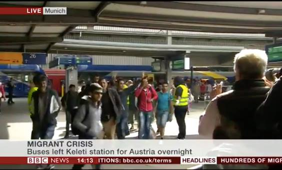 Video: People Applaud, Greet Syrians With gifts as they Arrive in Munich