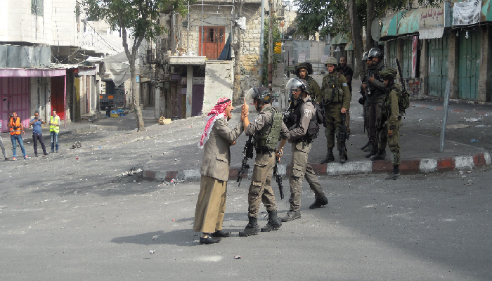 Elderly Palestinian Man Confronts Israeli Soldiers Before Fainting