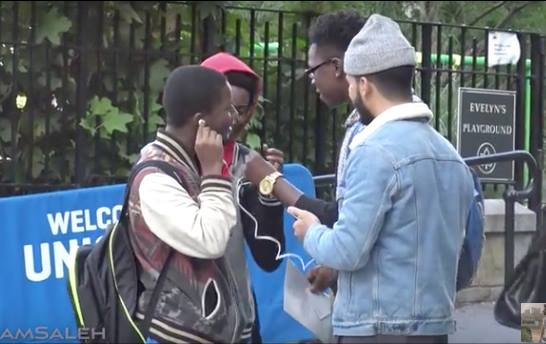 New York: Man Makes People Listen to the Quran, Check Their Reactions