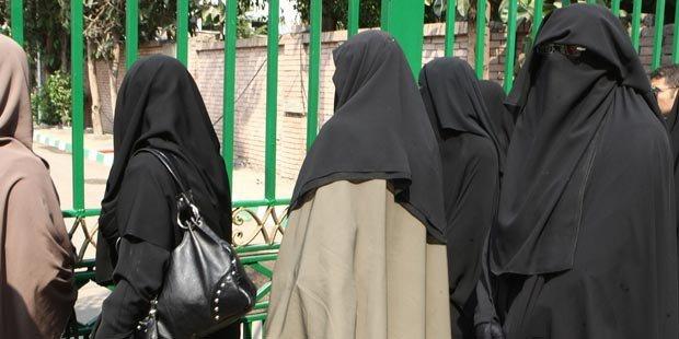 Algeria Outlaws Burqas, Niqabs for Women at Work