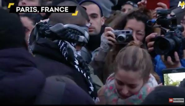 Touching Video: Blindfolded Muslim Man Offers Free Hugs In Paris