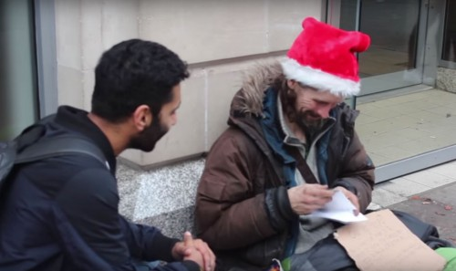 Muslim man gives presents to homeless for Xmas
